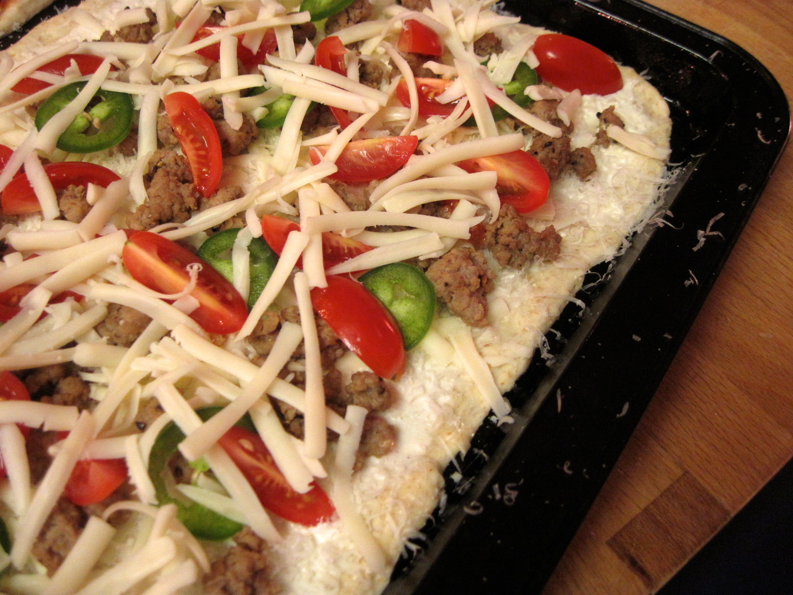 Cheesy Sausage, Jalapeño and Fresh Tomato Pizza
