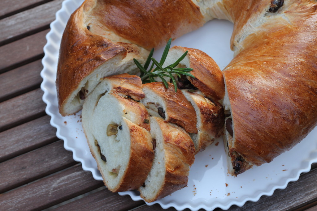 Olive, Rosemary & Parmesan Twist Bread | Korena in the Kitchen
