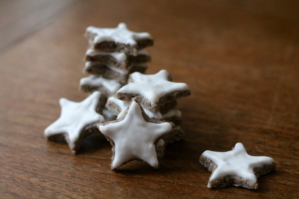 Zimtsterne {Cinnamon Stars} | Korena in the Kitchen